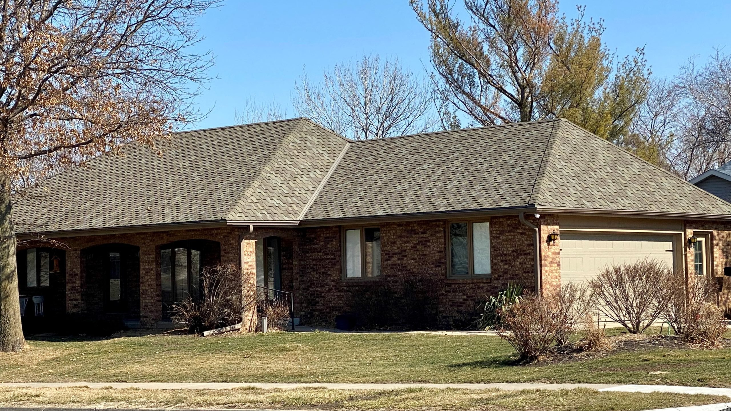 brown asphalt shingles in Elkhorn, Nebraska